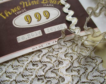 Vintage 5mm Ric Rac 'Three nines brand' made in Japan - Various lengths available - Cream and gold