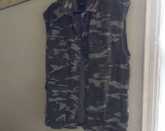 Camo vest, size small