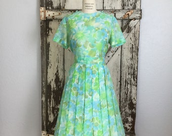 Vintage 1950 1960s Green and Blue Short Sleeve Pleated Skirt Dress Large 34 Waist