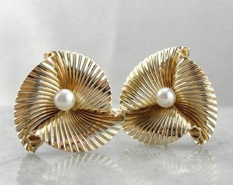 Retro Era Regal: Bold Gold and Pearl Earrings from the Retro Era  YTZFQ8-P
