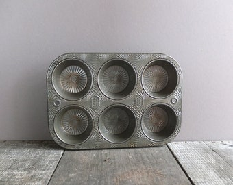 Vintage 1950's Ekco Ovenex Muffin Tin / Vintage Kitchen Decor / Vintage Starburst Muffin Tin