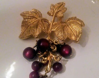 Vintage Gold Tone Dangling Grape Cluster Brooch, Pin