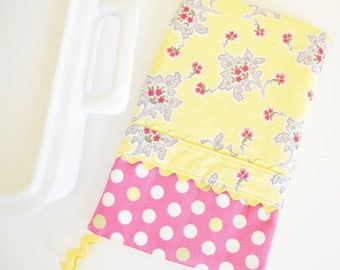 50% OFF SALE - Oven Mitt - Hot Pad Flowers and Lace in Butter Yellow