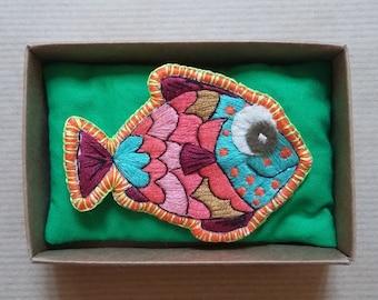 Gin Fizzzz fish brooch