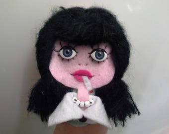 Broche Art Doll Poupee Yeux Ouverts Carson McCullers