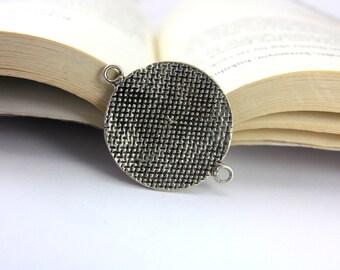1 pc Round Vintage Charm, (41mm x 31mm) Antique Silver Pendant, Antique Silver Plated Metal Pendant, Silver Round Pendants