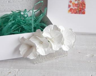White wedding flower hair comb Hydrangea flower Wedding headpiece Floral hair piece Bridal head piece Bridesmaid hairpiece Wedding barrette
