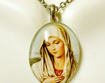 Our Lady of Sorrow pendant with chain - GP12-423