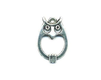 1 antique OWL with a silver metal ring charm