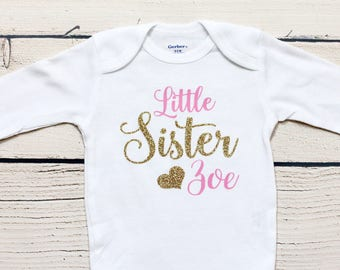 Little Sister onesie   Personalized outfit, Take home outfit, Coming home outfit, Little sister, Baby shower gift, onesies, toddler shirt