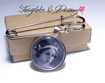 Boutonniere Photo Charm personalised with your photo - Grooms Buttonhole - Memorial Charm for Groom - Lapel Photo Charm