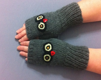 Fingerless    gloves   knitted with  embroidery