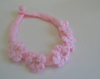 Floral Crochet necklace pink.