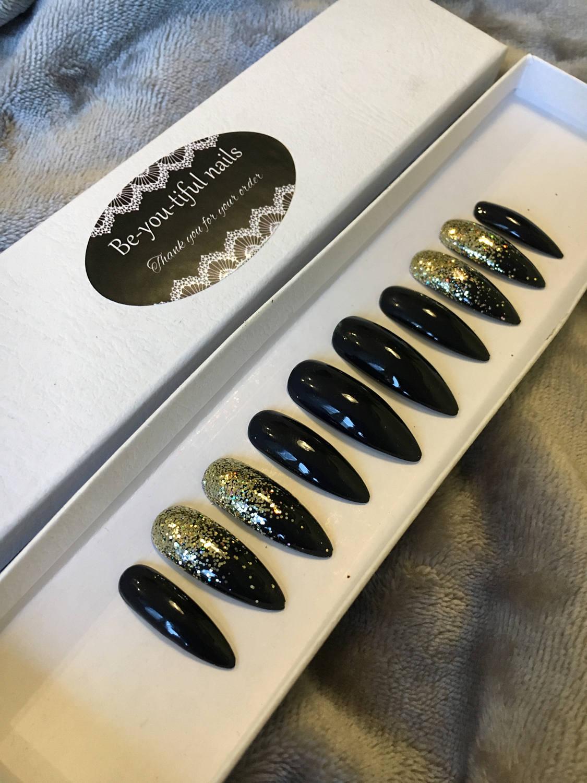 von hand lackierte n gel schwarze nagel gold nails glitzer. Black Bedroom Furniture Sets. Home Design Ideas