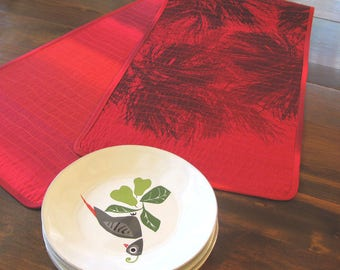 Quilted red cotton table runner pine tree print Marimekko| Christmas table runner red Scandinavian | north woods mountain cabin