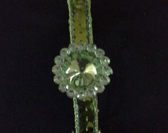 1 green sequined clip