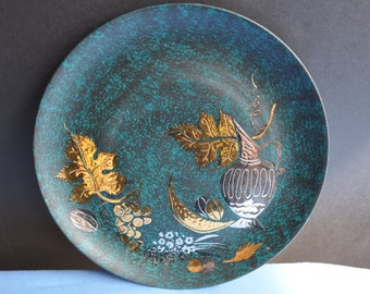 A. Lucana 1958 Beautiful Decorative  Plate in Green and Gilded