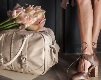 CARAVAN. Womens overnight bag / leather duffel bag / leather weekender bag / leather carry on bag. Available in different leather colors