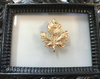 Gold Maple Leaf Needle Minder