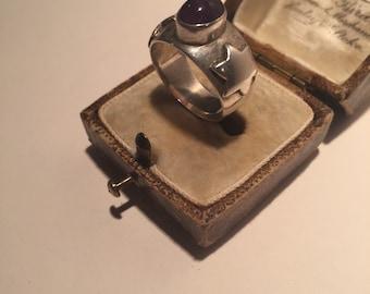 Amethyst Star Ring, Vintage silver Amethyst ring, fantastic star detail.