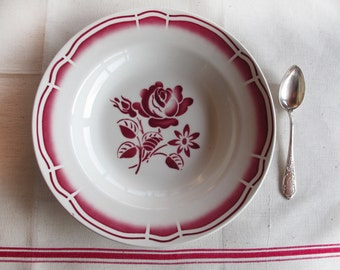 set of 4 Vintage French  décoratives plates with red rose pattern, Badonvillier, red and white french crokery