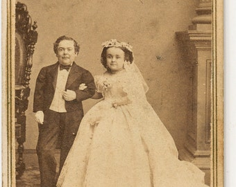 CDV of Tom Thumb and wife (Charles Stratton and Lavinia Warren) signed