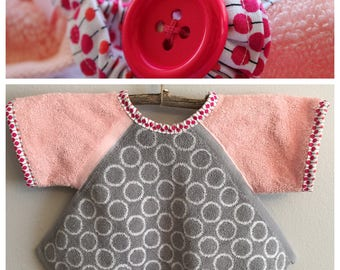 BL010 - FREE SHIPPING - Baby Bib with Sleeves, Toddler Bib with Sleeves, Button Clasp, First Birthday, Pink Polka Dot Design