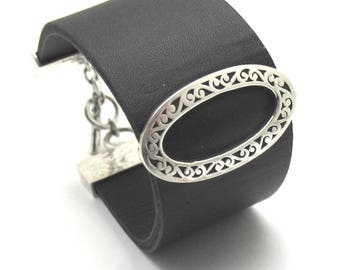 """New Lois Hill Trendy 1 1/8"""" leather bracelet with .925 silver cutout oval ID. attached."""