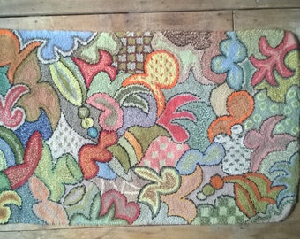 Vintage abstract organic latch hook rug, mid-century 2 of 2