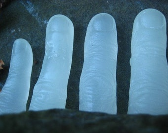 Halloween Soap - Glowing Freaky Finger Soap - Glow In The Dark -Walking Dead - Novelty Soap - Halloween Decoration - horror - zombie