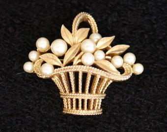 CROWN TRIFARI Vintage 1960s Glass Faux Pearl Flower Basket Brooch Pin