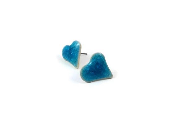 Blue icy crackled ceramic porcelain heart stud earrings - Titanium, Ceramic & Glass