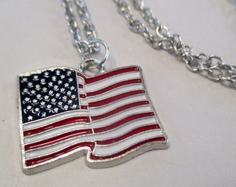 x 1 pendant / charm with chain - flag USA United States travel vacation - silver - jewelry customization