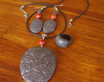 Set of clay polymer and other beads