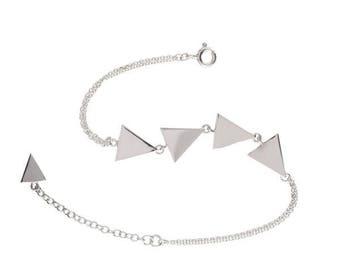 Metrica triangle bracelet