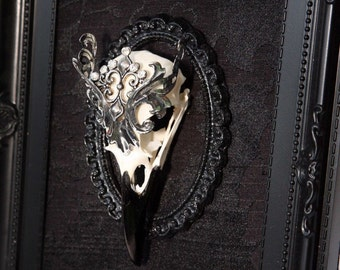 Macabre Gothic Victorian style ornate jewellery real crow skull frame display picture taxidermy