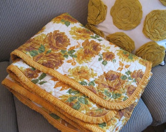 SALE Beautiful Vintage YELLOW ROSES 1960's Quilted Blanket Throw 72x66