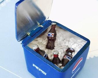 Miniature Pepsi Bucket and 8 Pcs.Pepsi bottle with ice,Miniature Coke,Miniature Coca-Cola,Dollhouse Coke, Miniature Pepsi,Dollhouse Pepsi