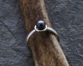 Ring - Black freshwater pearl