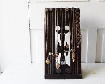 Collier panneau d'affichage - Antique noyer Architectural Salvage w numérotée Railroad Nails - présentation en bois récupéré - prêt à expédier