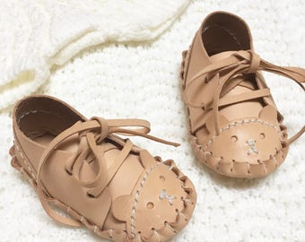 "handstitched leather ""Osos"" baby shoes"