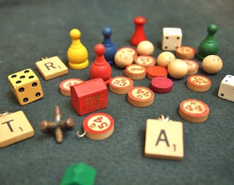 Free Shipping Vintage wood game tokens and pieces  bingo scrabble monopoly dice