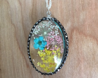 Glass and Flower Necklace