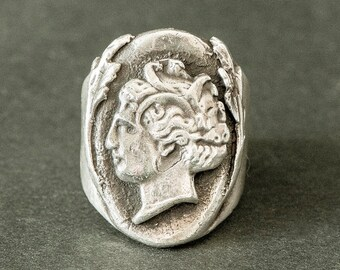 "Artemis ring / Greek corner ""Hooligan"" (silver ring / Greek God)"