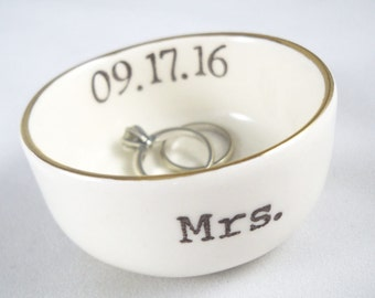 handmade PERSONALIZED RING HOLDER with gold rim or silver rim, 14 custom color options, custom text like a wedding date, monogram or names
