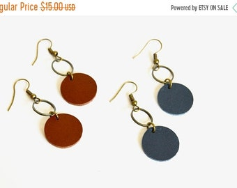 SUMMER VACATION FLASH Small Circle Drop Leather Earrings:  Antique Brass and  Leather Drop Earrings // Navy Blue // Leafy Treetop Shop