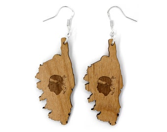Corsican earrings with symbol of the Corsican flag engraved on it. Wooden jewel created by laser. Available in three shades of wood.
