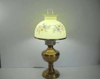 Superb Fenton Shade Electric Lamp With Brass Stand
