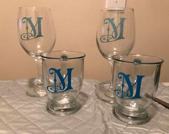 Personalized Monogrammed glasses set of 2. (1, 2 or 3 initials) Color choice is up to you!