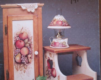 """Folk Art Decorative book """" Wildflower Farm"""" by Carolyn L. Phillips 40 pages 1993 used book"""